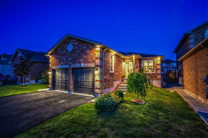 23 Fenchurch Manor, Barrie. FOR SALE by The Curtis Goddard Team