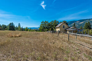 15 Acre Private horse set up mins from town stunning views