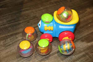 Train Fisher Price et boules