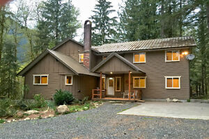 Mt. Baker Lodging - Cabin #3 - 12-BEDROOMS, POOL TABLE, SLPS-26!