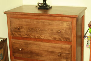 Hardwood dresser /commode en bois