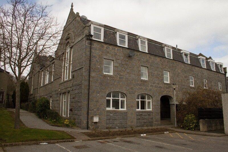 4 bedroom flat in Cults Court, Cults, Aberdeen, AB15 9SZ