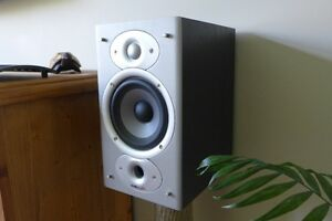 Polk Audio Bookshelf Speakers with Subwoofer - In boxes