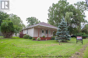 Prime double lot - house for sale! Windsor Region Ontario image 1