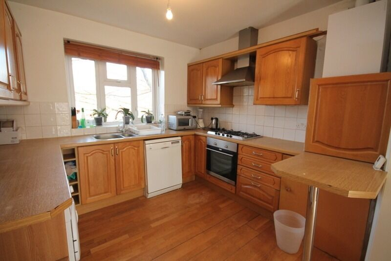 Great Sized 3 Double Bed Apartment in Tidy Ex Local Authority Block with Only 6 Apartments!!!