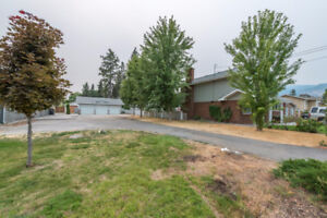 Flat Lot in a Dream Location! 142 Lee Ave, Penticton