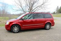 2009 Chrysler Town & Country Camionnette ÉCHANGE 4X4
