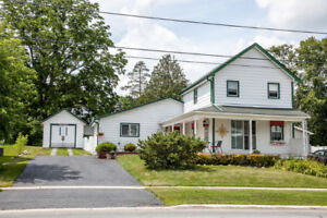 Charming Country Home in Downtown Port Perry!
