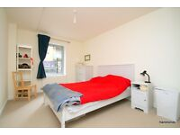 1 Bedroom Modern and Tastefully Decorated Apartment Near Mile End. 07825214488