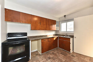 3 BDRMS - UPPER APT ** STEPS FROM FANSHAWE **