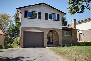 SPACIOUS DETACHED 3 BED HOME IN COUNTRY HILLS!FINISHED BASEMENT!