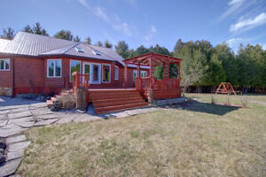 4500 sq ft Country Oasis Home on 42 Acres, 3 acre Lake! London Ontario image 3
