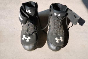 Men's UnderArmour football cleats shoes size 9.5
