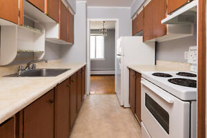 BRIGHT & SPACIOUS 2 BR WITH BALCONY STEPS FROM SMU & DOWNTOWN