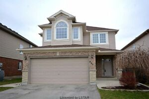 Immaculate Condition 4 bedroom house on Oakcrossing