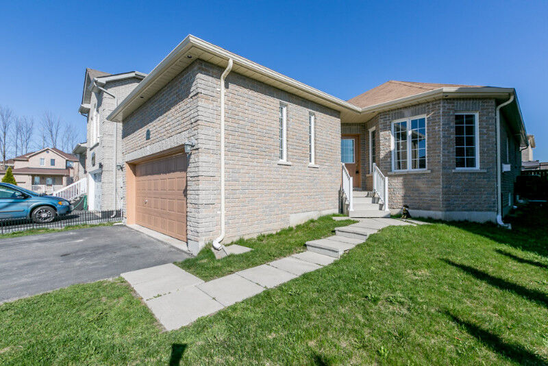 AMAZING HOUSE AT 1350 CORM ST. | Houses for Sale | Barrie | Kijiji