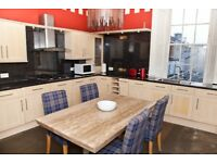 Short Term Lets - Stunning two bedroom apartment in prime New Town location