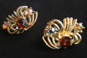 Ladies Vintage Necklace and Clip Earrings. London Ontario image 2