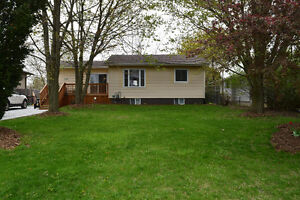 Lovely Affordable Home in Quiet Area Minutes from Petrolia!!
