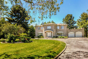 Grand home located in Vaudreuil-Dorion West, minutes from Hudson
