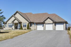 Very Rare 4Bed , 4Bath Bungalow , 3 Car Garage on 2 Acres/ Carp​