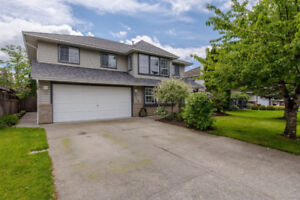 4 Bedroom-With Two Kitchens Two Laundry Separate Entrance