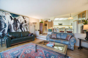 Luxury False Creek Condo - ALL CONTENTS MUST GO, MAKE AN OFFER!