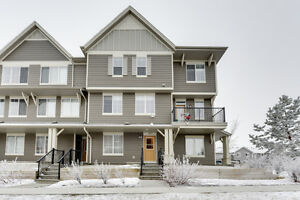South East Edmonton Walker Townhouse w/ DBL Garage $279K