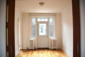 MAY 1ST - Beautiful, Cozy, 2BR - MCGILL GHETTO
