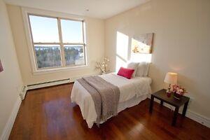 Gorgeous Lakefront 2 Bedroom Condo