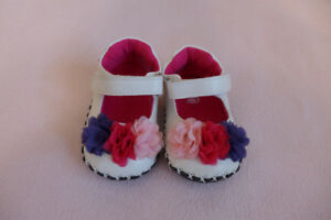 Girls shoes, size 6-12 months