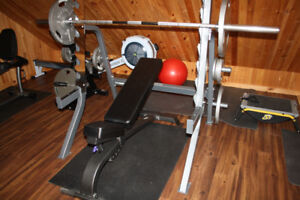 MULTI ADJUSTMENT SQUAT AND BENCH RACK AT A STEAL OF A PRICE!