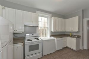 MODERN DOWNTOWN STUDENT HOUSING – 4 and 5 BR - $495 per BR London Ontario image 2