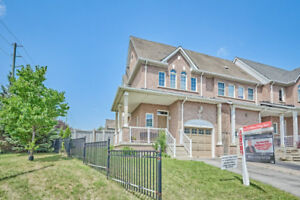 *NORTH WHITBY*JUST LISTED!! CORNER LOT!