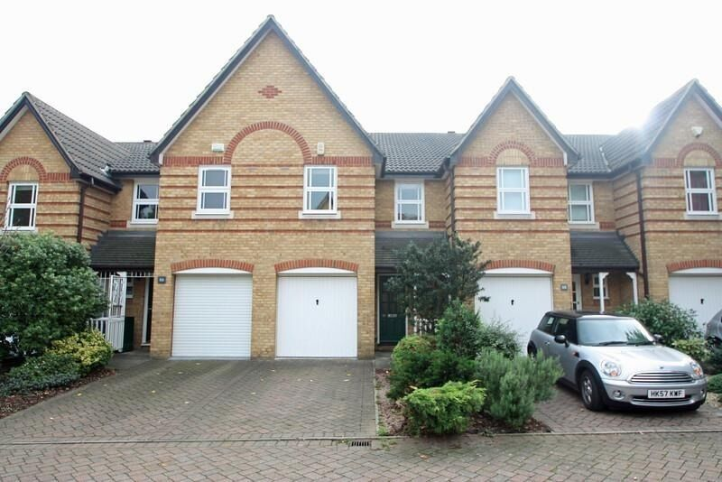 Great 3 bedroom house situated in the popular Shaftsbury Estate.