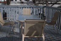 good condition patio set (table plus 4 chairs)