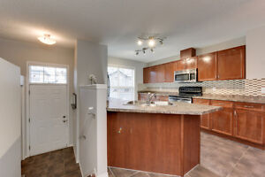 2 Master Bedrooms (Hamptons), AC & 2 car garage! Edmonton Edmonton Area image 4