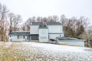 Executive Home in Port Stanley