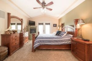 STUNNING/EXECUTIVE, 4 or 5 bedroom LAKEHOUSE, FULLY FURNISHED!