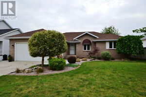 Open House Sun. 2-4 Aug. 20  Large Ranch Home