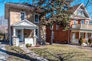 BACHELOR UNIT ATTACHED TO STUDENT HOUSE - DOWNTOWN PETERBOROUGH