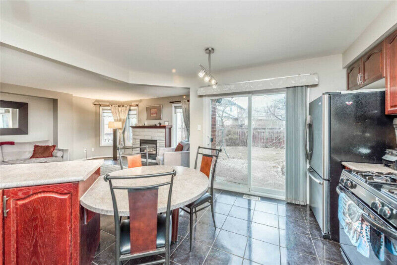 detached home 4 bedrooms 3 washrooms and basement miss4