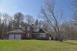 BEAUTIFUL COUNTRY HOME IN CENTRAL LOCATION  ID# 1055571