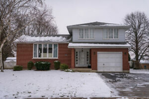 EXCLUSIVE LISTING! Great family home with pool, in Dorchester