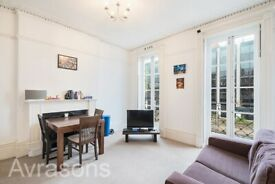 2 Double bedroom with front and rear balconies, Clapham road minute from Oval underground