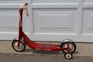 Radio Flyer 38 Classic Red Scooter with removable training wheel
