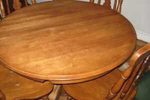 DESSUS TABLE 42 PO. ET RALLONGE 19 PO. EN ÉRABLE