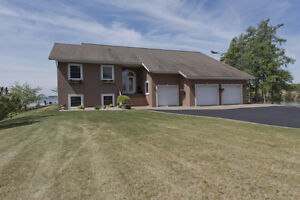 A stunning home with a breathtaking view of the Adirondacks! Cornwall Ontario image 2