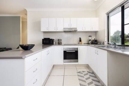 Spacious and modern apartment in sought after location