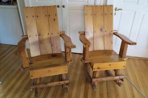 Chaise berçante en bois massif